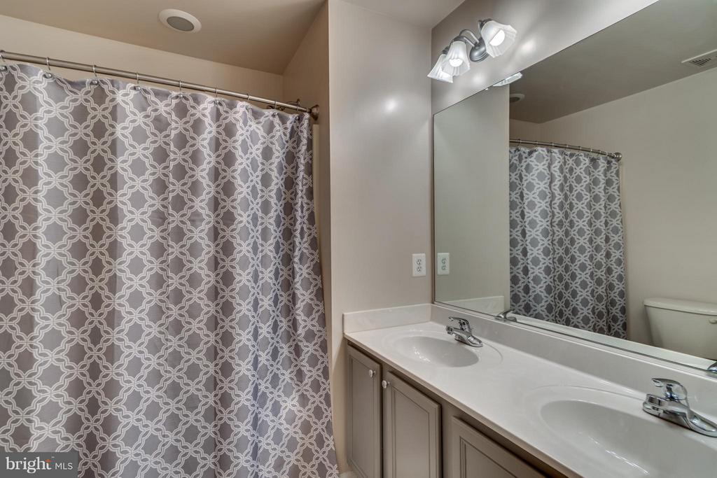 Hall Bathroom with Double Vanity Sinks - 38 BELLS RIDGE DR, STAFFORD