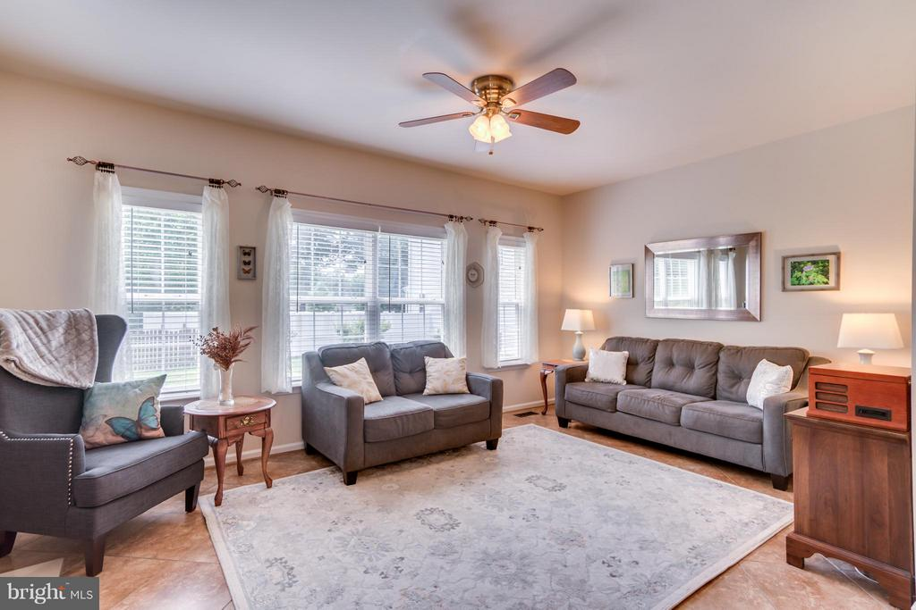 Family Room with Ceiling Fan - 38 BELLS RIDGE DR, STAFFORD