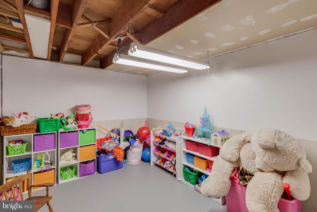 Adorable playroom in lower level - 5719 MOUNT PHILLIP RD, FREDERICK