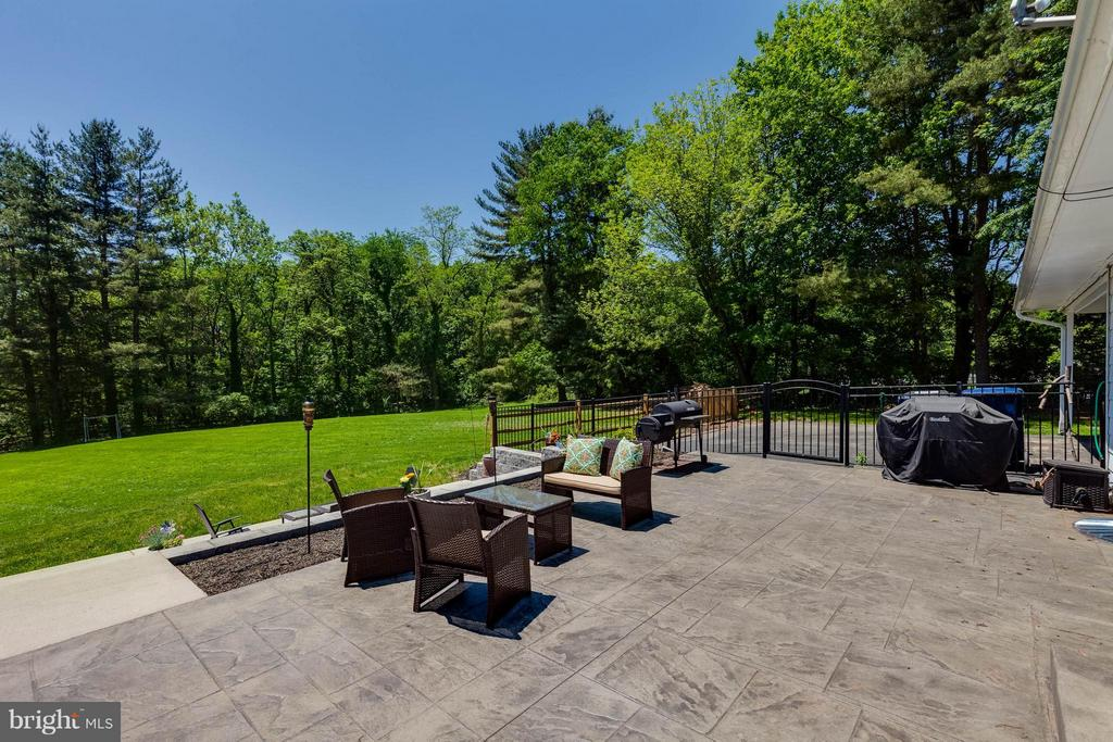 Custom patio/multi-levels - 5719 MOUNT PHILLIP RD, FREDERICK