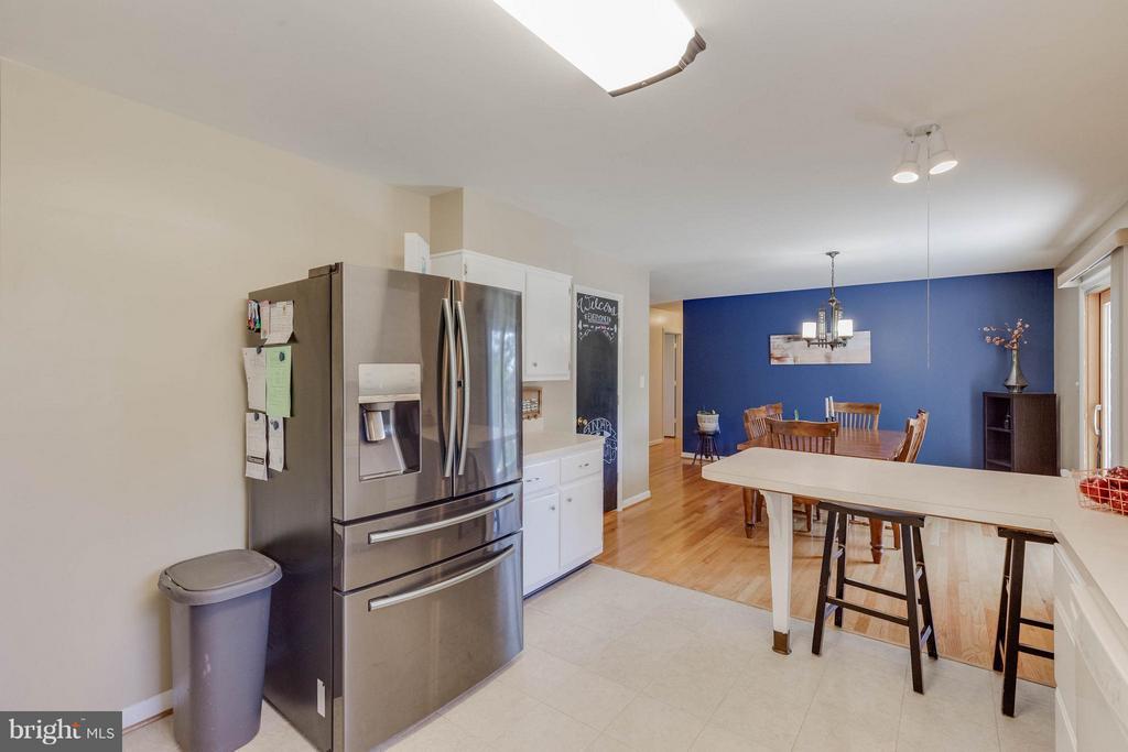 Kitchen - 5719 MOUNT PHILLIP RD, FREDERICK