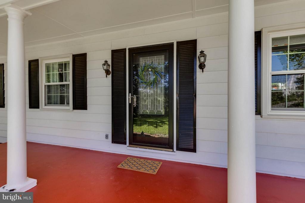 Charming front porch to sit and chat - 5719 MOUNT PHILLIP RD, FREDERICK