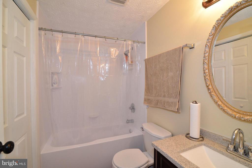 Bath (Master) - 8010 GRANDVIEW CT, SPRINGFIELD