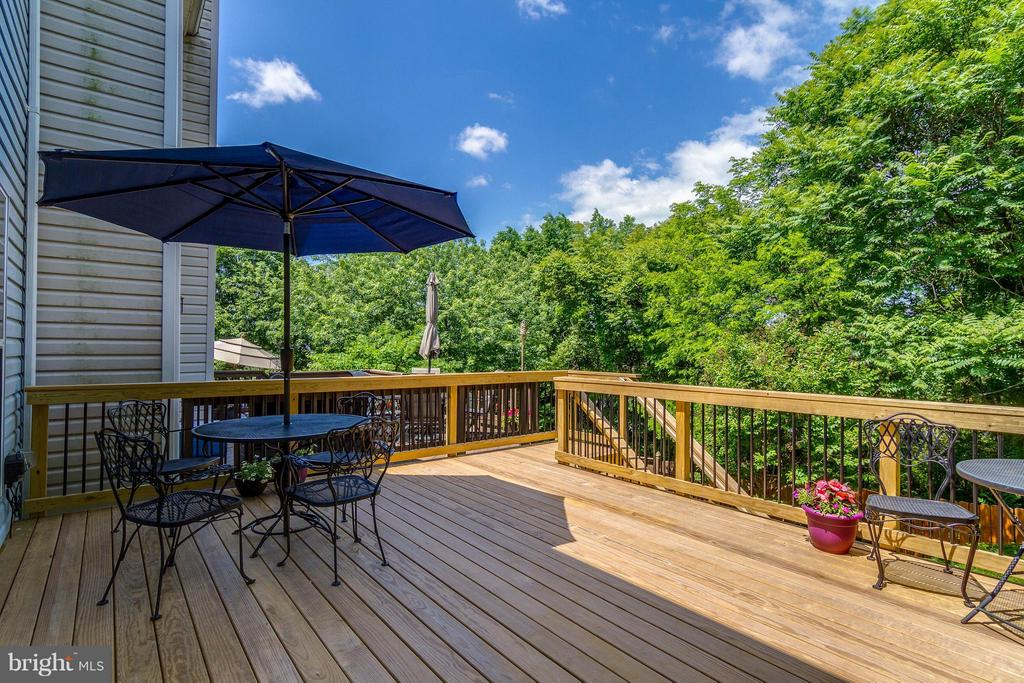Private Deck with stairs to yard - 540 BRECKINRIDGE SQ SE, LEESBURG