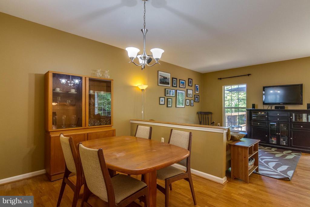 Dining Room overlooks family room - 540 BRECKINRIDGE SQ SE, LEESBURG