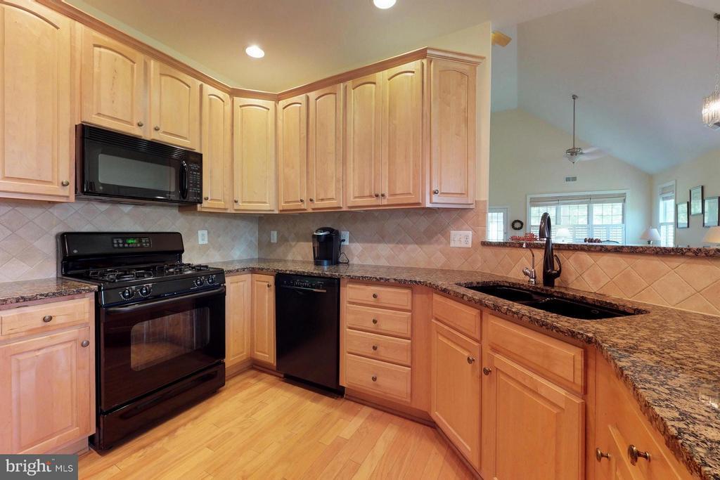 Kitchen - 5396 TREVINO DR, HAYMARKET