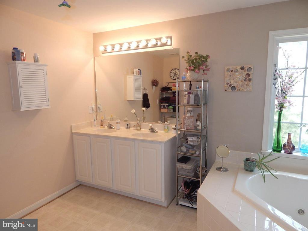 Master Bath also boasts Double Vanity - 6017 WATERMAN DR, FREDERICKSBURG