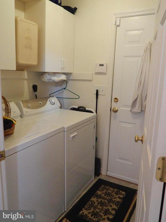 Laundry Rm w/ storage cabinets, door to Garage - 6017 WATERMAN DR, FREDERICKSBURG