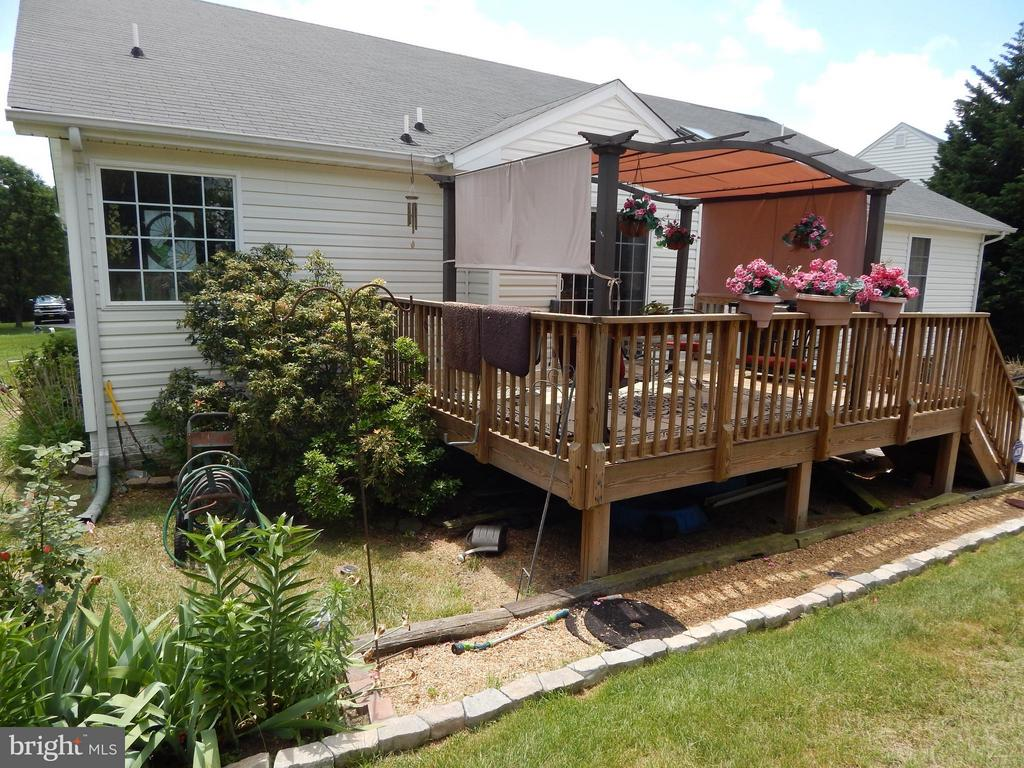 Rear 2-level Deck - 6017 WATERMAN DR, FREDERICKSBURG