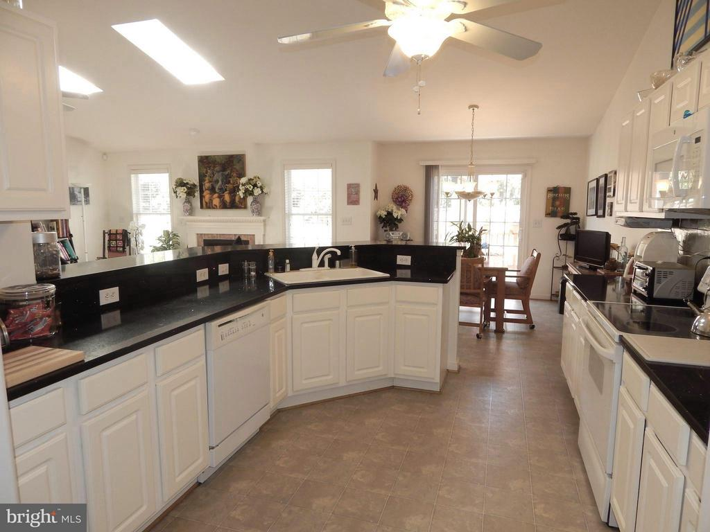Cheery Kitchen w/Quartz, Cathedral Ceiling - 6017 WATERMAN DR, FREDERICKSBURG