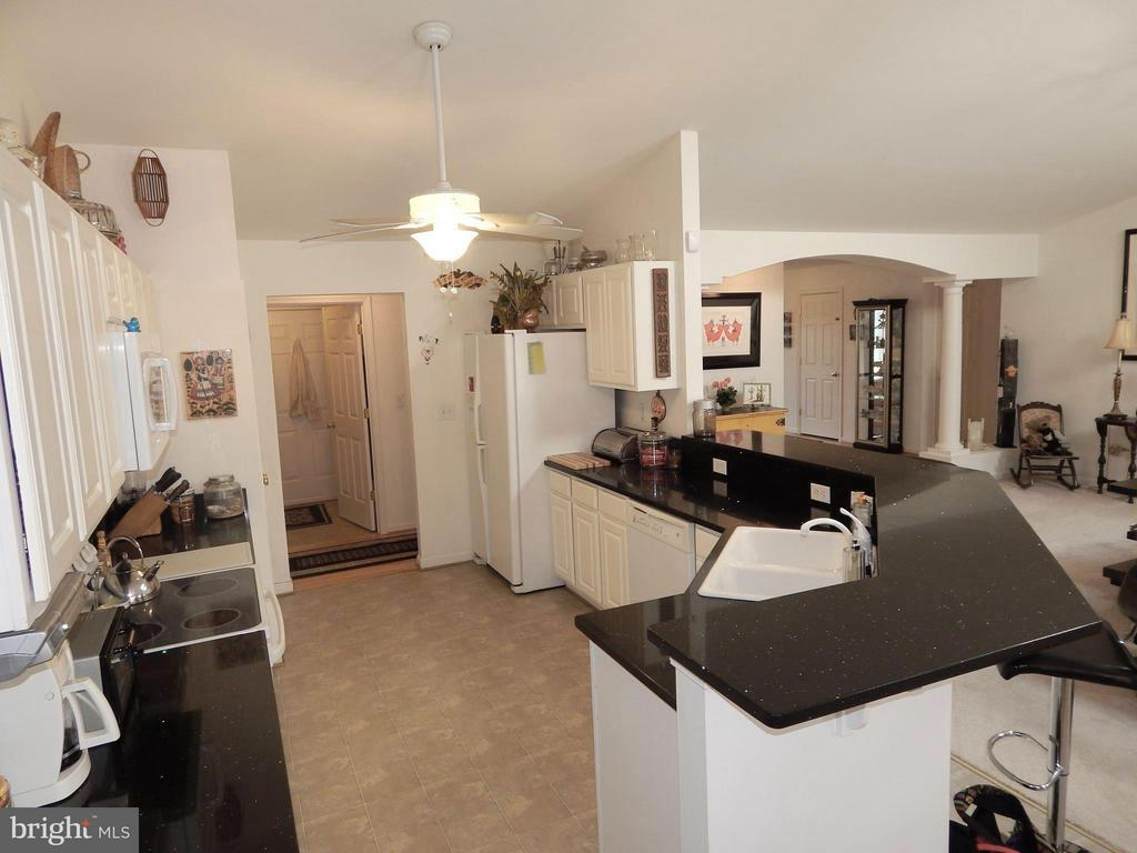23 ft. Kitchen w/Pantry, Quartz, Breakfast Bar - 6017 WATERMAN DR, FREDERICKSBURG