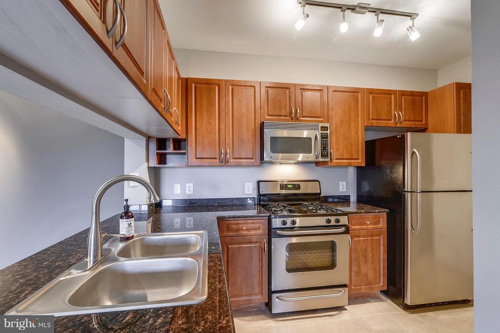 Kitchen - 12148 GARDEN GROVE CIR #401, FAIRFAX