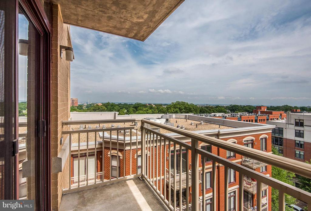 Unobstructed Monument Views from the Balcony - 1201 GARFIELD ST #801, ARLINGTON