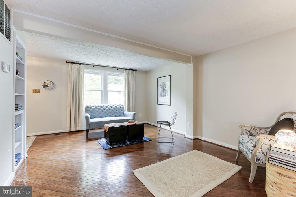 Living Room - 6823 MONTIVIDEO SQUARE CT, FALLS CHURCH