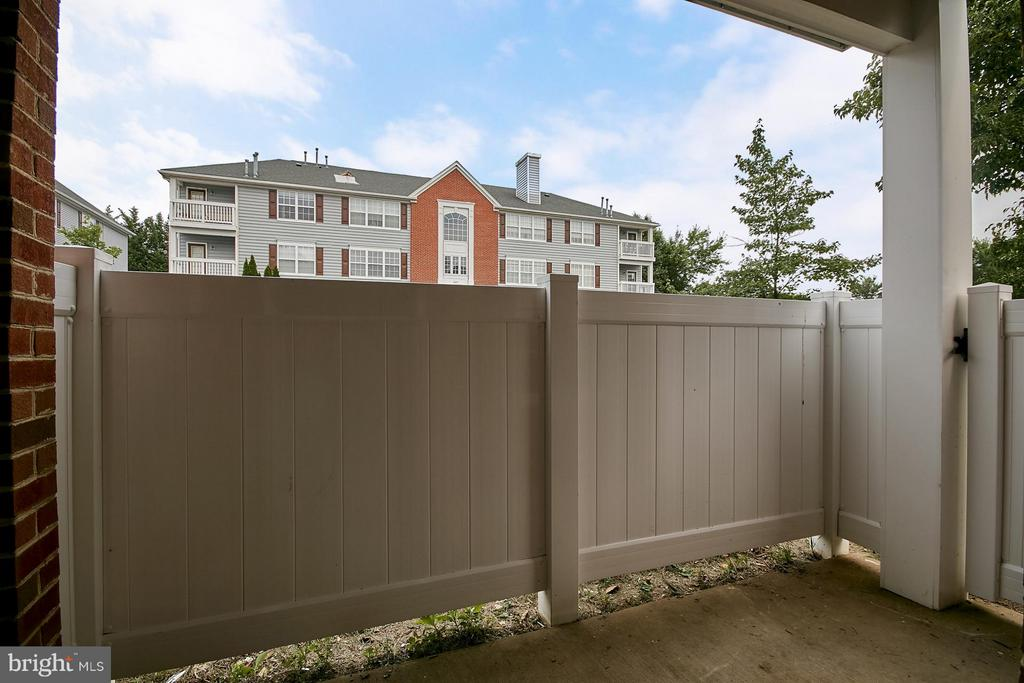 Private Patio - 645 CONSTELLATION SQ SE #A, LEESBURG