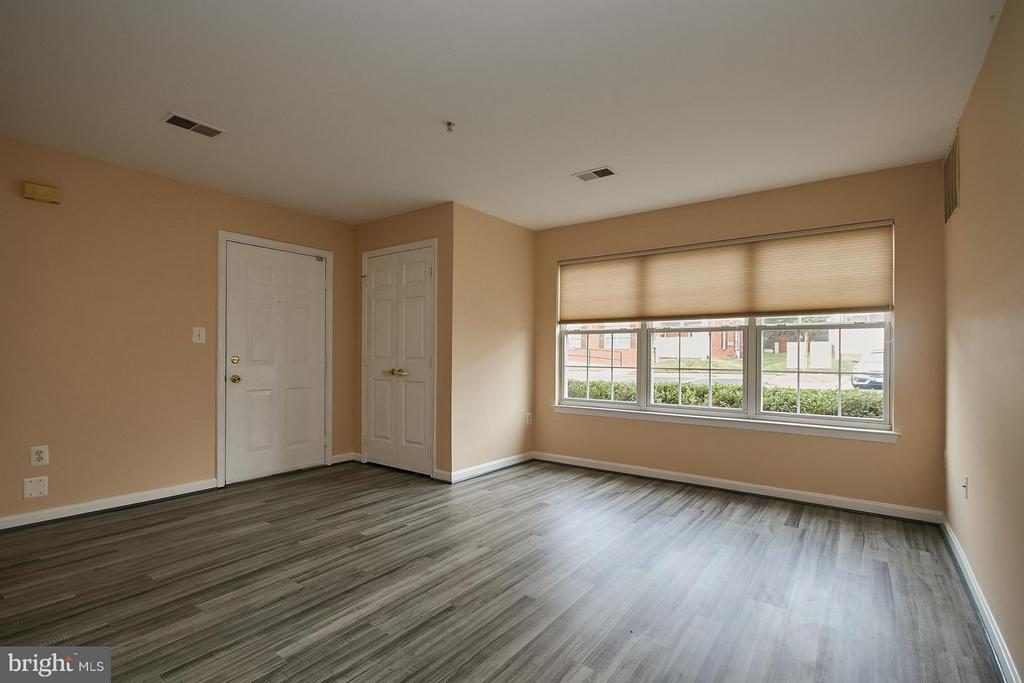 Fresh Paint and New Floor - 645 CONSTELLATION SQ SE #A, LEESBURG