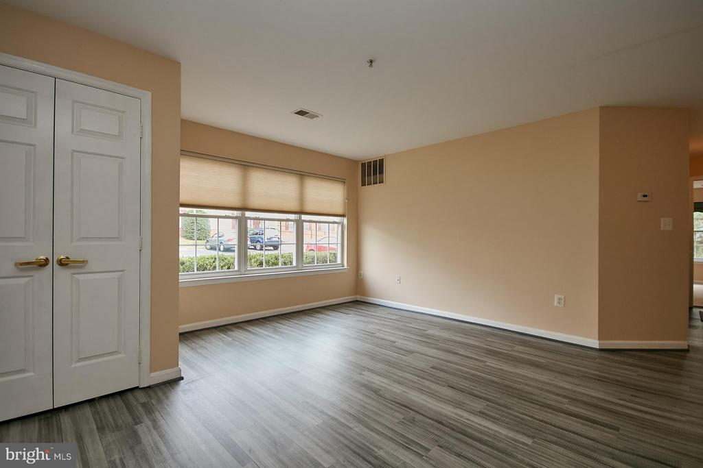 Light and Bright with Large Windows - 645 CONSTELLATION SQ SE #A, LEESBURG