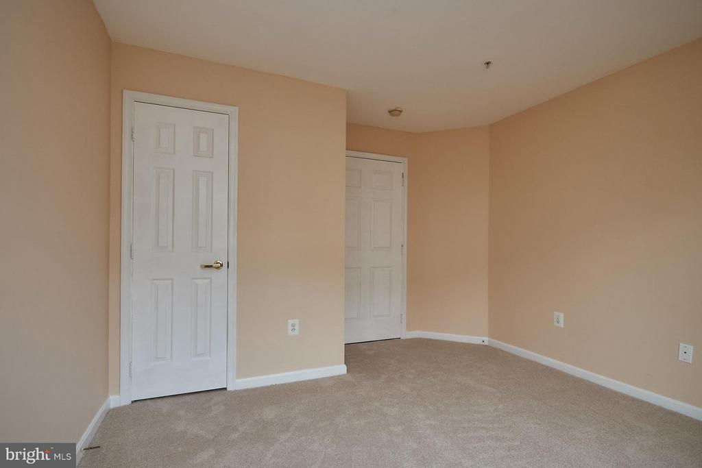 6 Panel Doors throughout - 645 CONSTELLATION SQ SE #A, LEESBURG