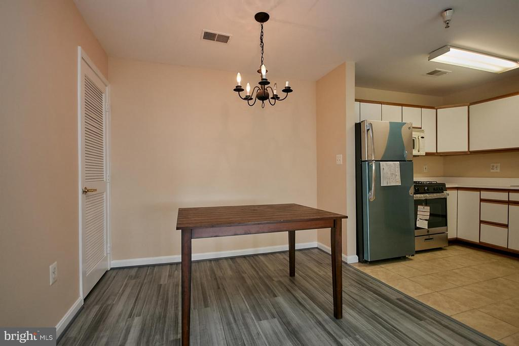 Kitchen with New Appliances - 645 CONSTELLATION SQ SE #A, LEESBURG