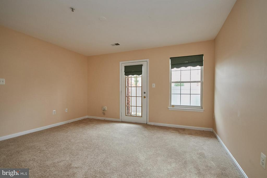 Door Access to Private Patio - 645 CONSTELLATION SQ SE #A, LEESBURG