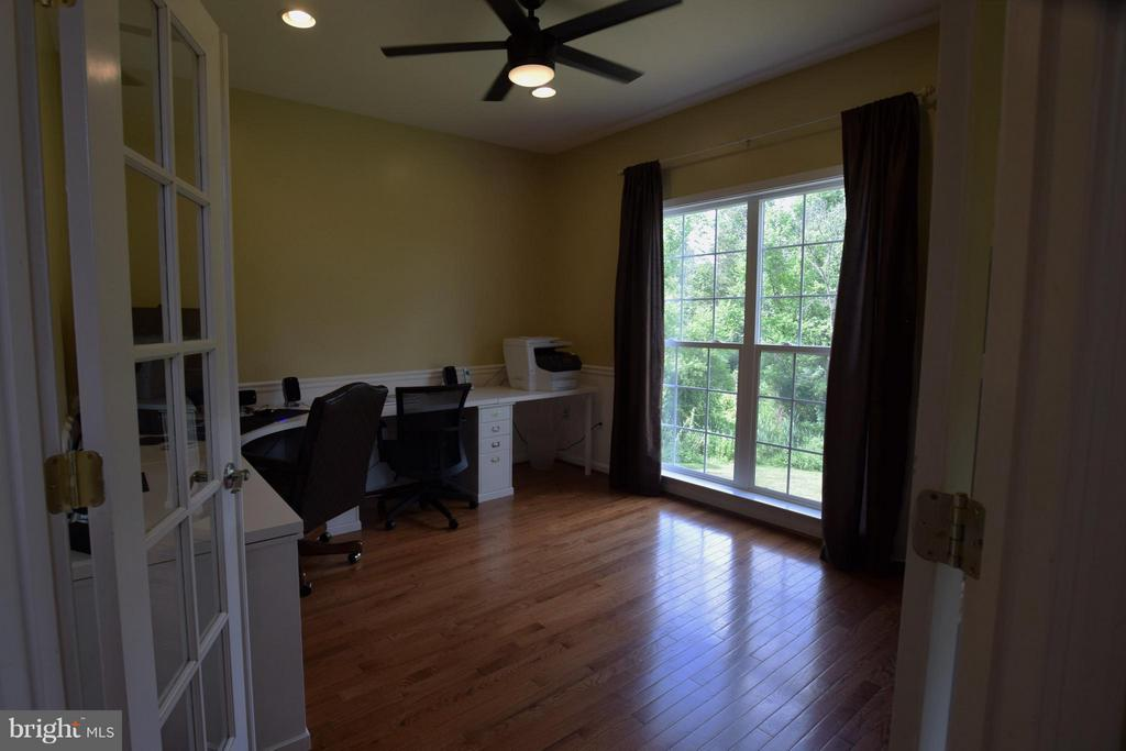 Office - 24971 BELCOURT CASTLE DR, CHANTILLY