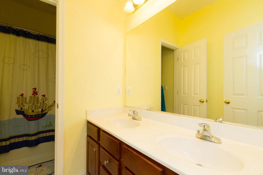 Dual basin vanity - 24971 BELCOURT CASTLE DR, CHANTILLY