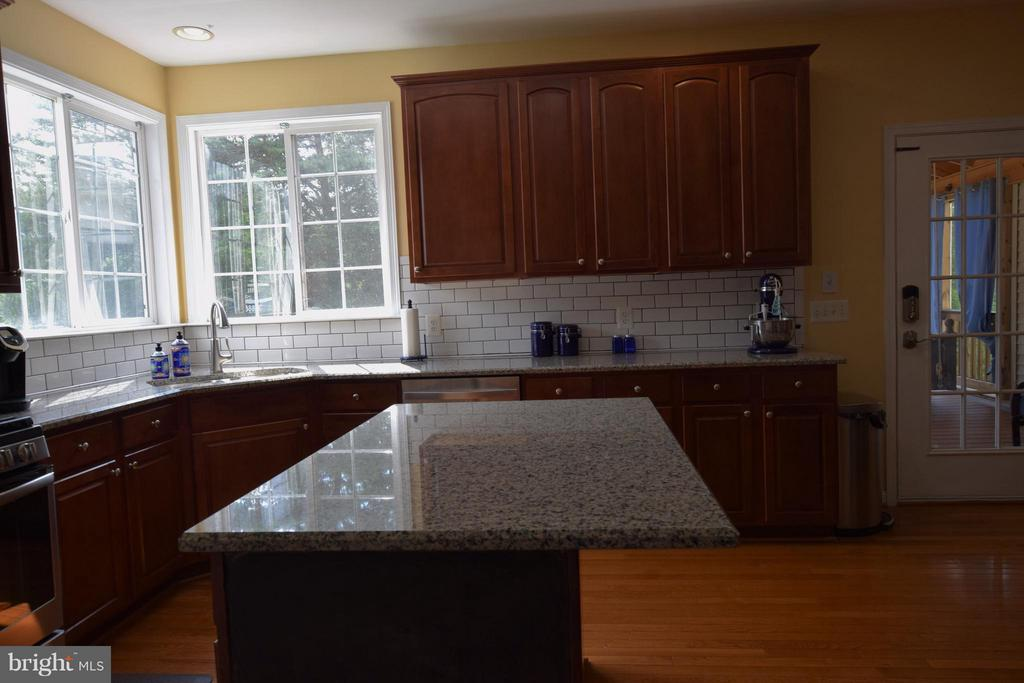 New granite counters - 24971 BELCOURT CASTLE DR, CHANTILLY