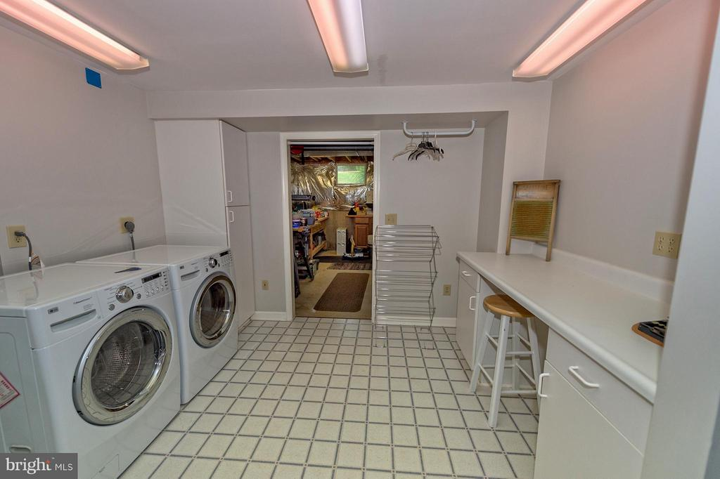 Laundry room with folding table. - 43337 WAYSIDE CIR, ASHBURN