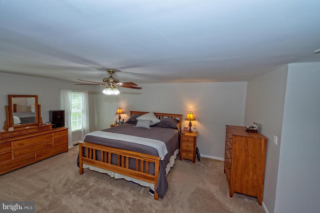 Over sized owner's suite. - 43337 WAYSIDE CIR, ASHBURN
