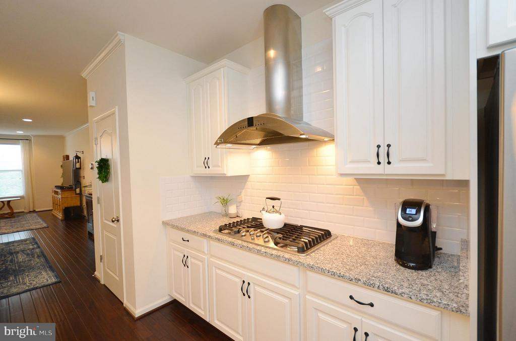 Beautiful Subway Tile in the Kitchen - 42416 BENFOLD SQ, ASHBURN