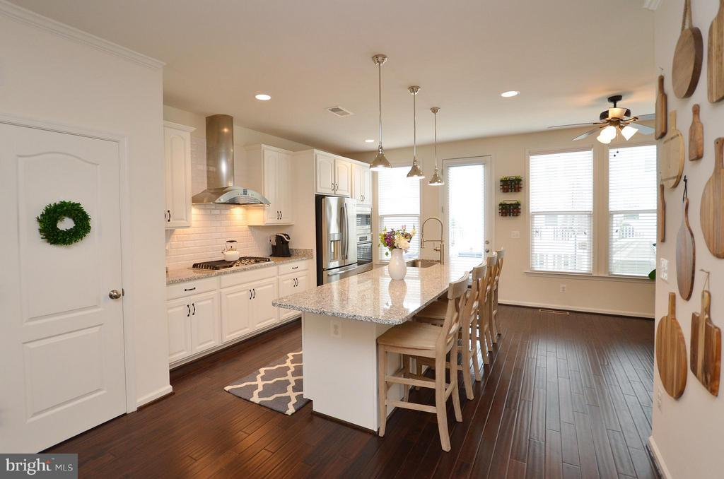 Wonderfully Designed Gourmet Kitchen - 42416 BENFOLD SQ, ASHBURN