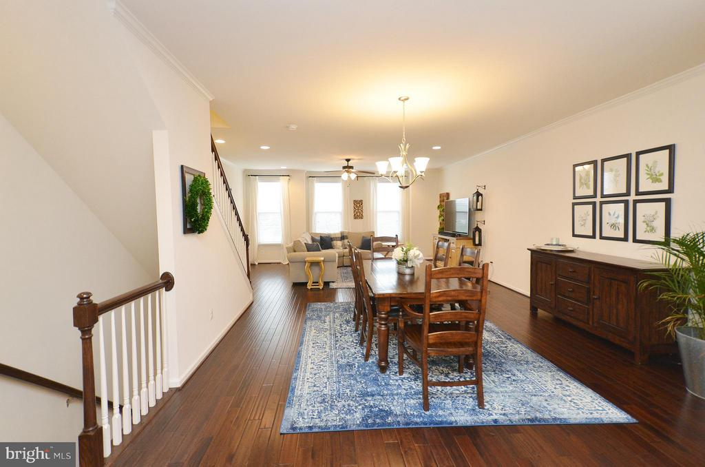 Great Wideplank Hardwood Floors Main Level - 42416 BENFOLD SQ, ASHBURN