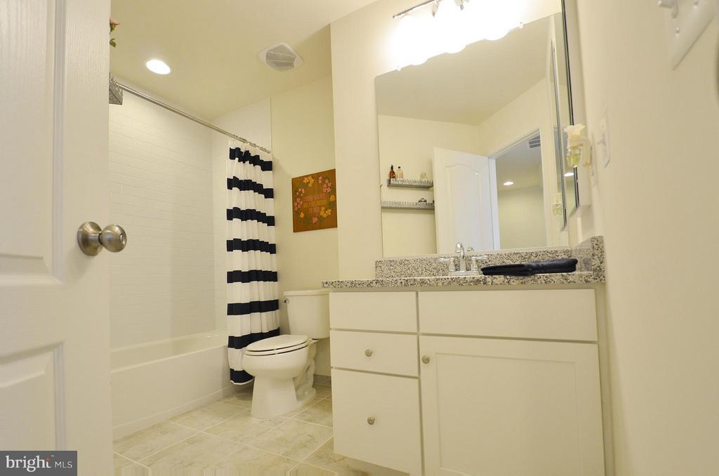 Hall Full Bathroom - 42416 BENFOLD SQ, ASHBURN
