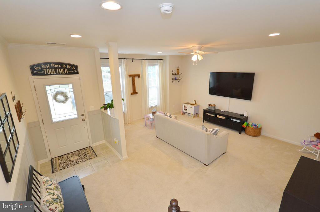 Spacious Family Room with New Full Bathroom - 42416 BENFOLD SQ, ASHBURN