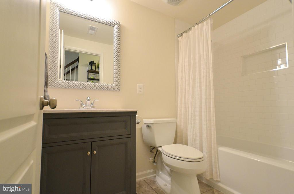 Full Bathroom in the Family Room - 42416 BENFOLD SQ, ASHBURN