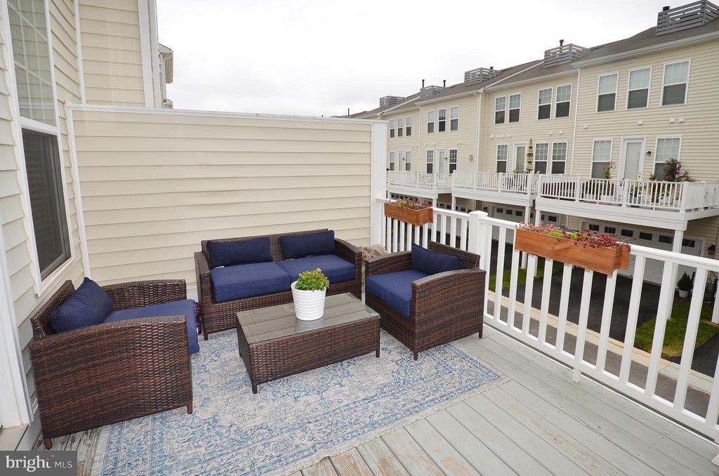 Great Deck off the Kitchen - 42416 BENFOLD SQ, ASHBURN