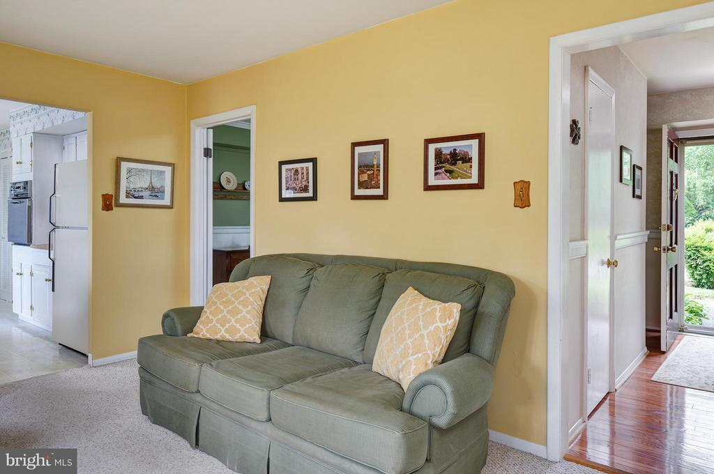 Family Room - 4415 MIDSTONE LN, FAIRFAX