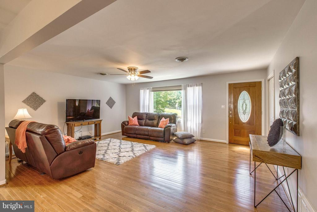 Living Room - 6516 FORDICE DR, MOUNT AIRY