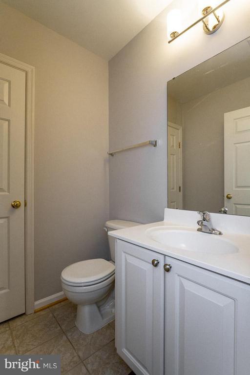 Lower level bath - 22060 CHELSY PAIGE SQ, ASHBURN