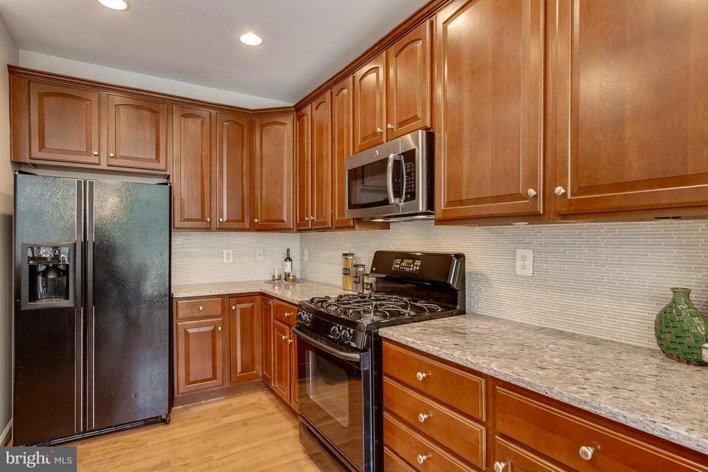 Kitchen - 22060 CHELSY PAIGE SQ, ASHBURN