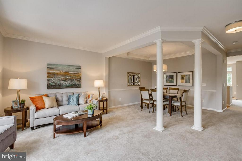 Living room / dining room - 22060 CHELSY PAIGE SQ, ASHBURN