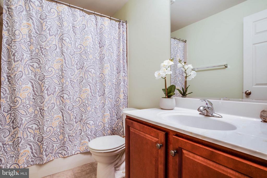 Full Bath in Basement - 4 WIZARD CT, STAFFORD