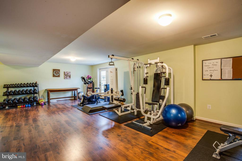 Finished Basement: Use for Gym, Rec or Game Rm - 4 WIZARD CT, STAFFORD