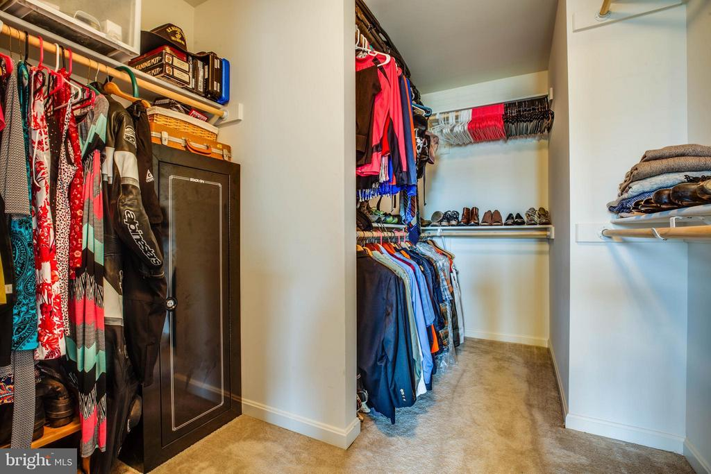Walk In Closet with upgraded wood shelves - 4 WIZARD CT, STAFFORD