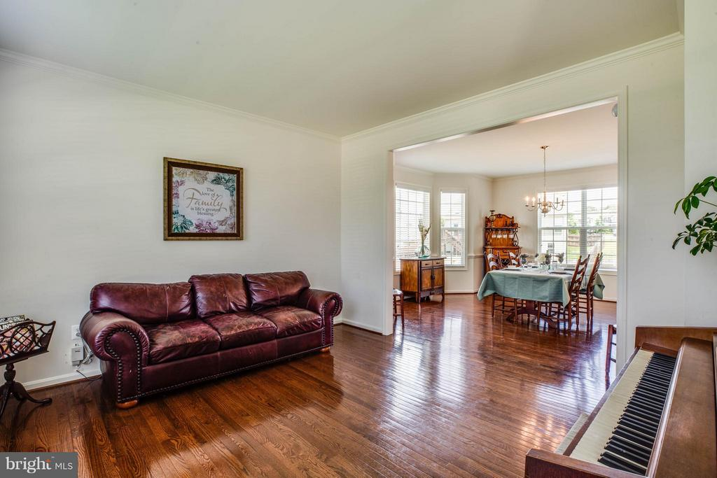 Formal Living Room - 4 WIZARD CT, STAFFORD