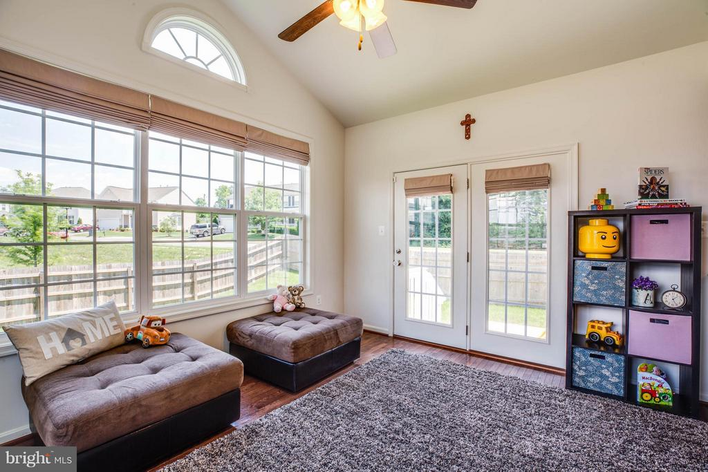 Vaulted Ceiling, Ceiling Fan, Opens to Patio - 4 WIZARD CT, STAFFORD