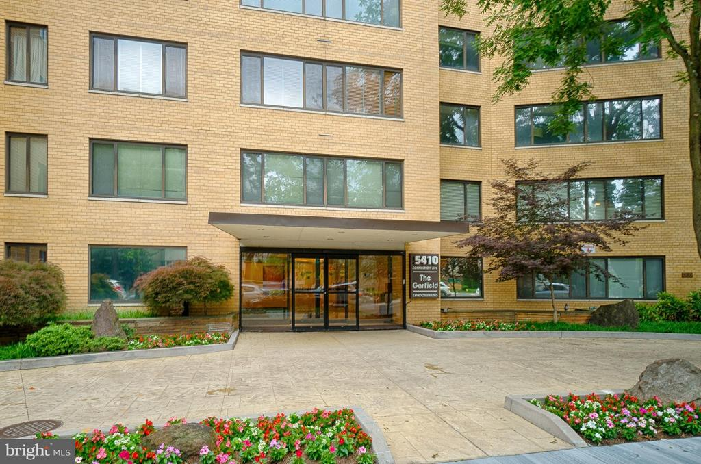 Beautifully Landscaped Entrance - 5410 CONNECTICUT AVE NW #916, WASHINGTON