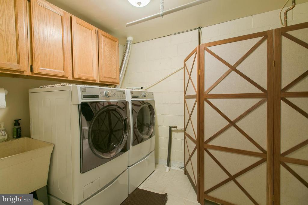 Laundry  room - 9 CLOVER HILL DR, STAFFORD
