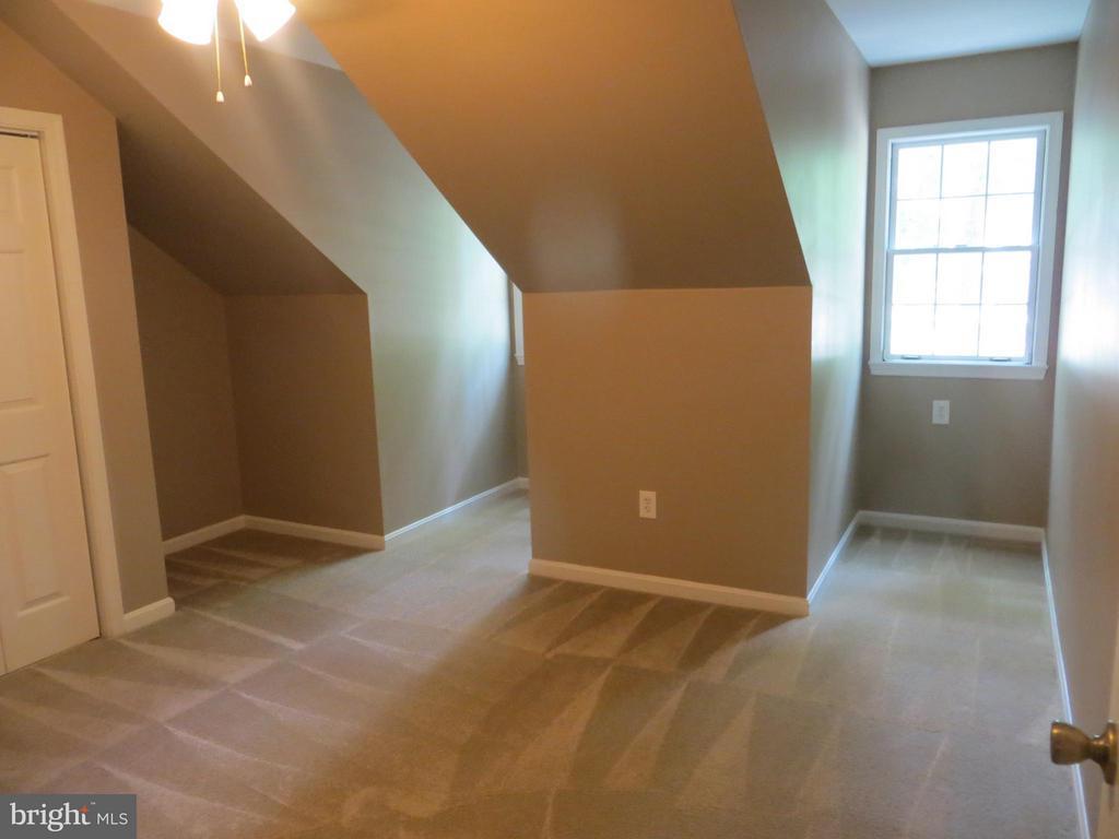 2 dormer bedroom - 111 SUNSET CT, LOCUST GROVE