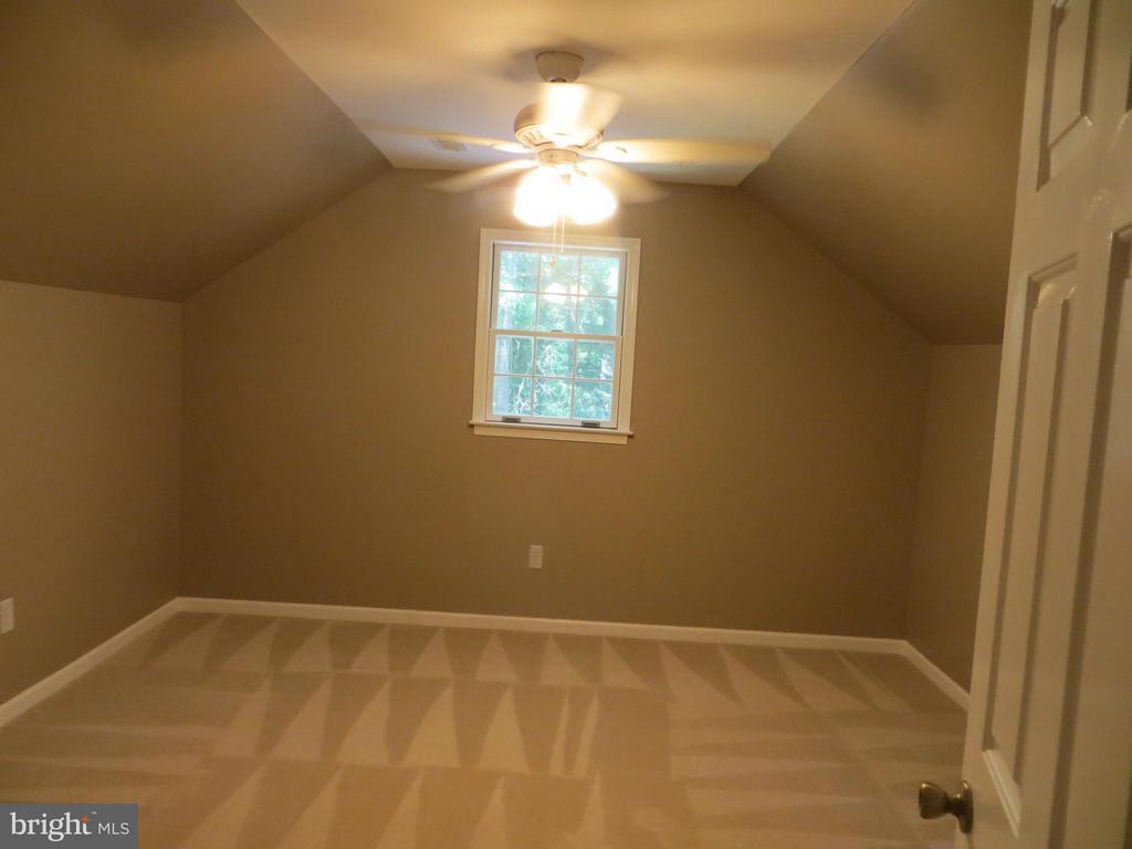 Bedroom three - 111 SUNSET CT, LOCUST GROVE
